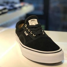 @vanshkg @geoffrowley Solos available @8five2shop www.8five2.com retail price at HKD690 #vans #hkskateshop #852 #causewaybay #8five2 #blackandwhite
