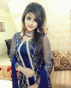#pintrest@Dixna deol Stylish Dresses, Nice Dresses, Fashion Dresses, Girls Dresses, Stylish Girl Images, Stylish Girl Pic, Pakistani Dress Design, Pakistani Dresses, Elegant Girl