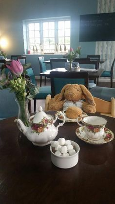Found on 08 May. 2016 @ ba2 7ng. left behind in our cafe on Sunday 8th may. We are looking after him well until he is reunited with his family Visit: https://whiteboomerang.com/lostteddy/msg/cr0x3m (Posted by Liz Nelson on 09 May. 2016)