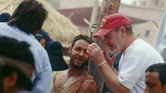 Russell Crowe and Ridley Scott in Gladiador (2000)