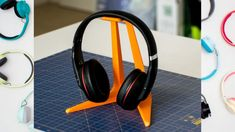 DIY Headphone Stand - Build a cool headphone hanger to get your over-the-ear headphones off your desk and keep them safe when you're not using them. Well we have some DIY Headphone Stand Ideas for you. Diy Headphone Stand, Headphone Holder, 3d Printer Designs, 3d Printer Projects, Diy Projects, 3d Printing Diy, 3d Printing Service, Diy Headphones, Websites Like Etsy