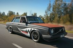 Volvo 240 DL murdered out bomber