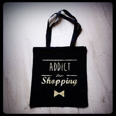 "Sac tote bag ""Addict du shopping"" : Sacs bandoulière par gigie-bricole Addiction, Reusable Tote Bags, Etsy, Vintage, Shopping, Gift Ideas, Handmade Gifts, Unique Jewelry, Handmade"