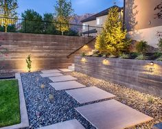 Ideen Gartenwege-gestalten mit Stein-Kies rechteckige Trittsteine-beleuchtung