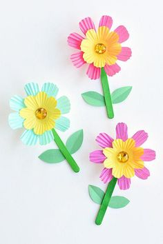 These simple cupcake liner flowers are so easy to make and they look SO PRETTY! They're such a great low mess kids craft idea! Wouldn't they be a perfect craft for Mother's Day? Or even Easter? #diyfurniture
