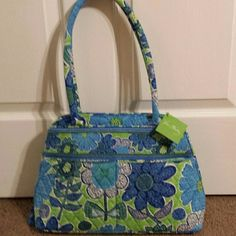 Vera Bradley Vera Bradley doodle daisy bowler bag nwt. Very nice bag good sz with 2 front pockets on outside and zippered pocket on back. 6 pockets on inside along with a zippered pocket. Beautiful bag!! Vera Bradley Bags Shoulder Bags