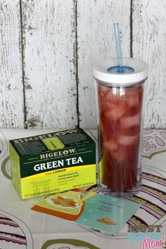 Strawberry Green Tea Recipe + How To Spoil A New Mom - Must Have Mom (strawberry alcohol drinks iced tea) Refreshing Drinks, Summer Drinks, Cold Drinks, Fun Drinks, Healthy Drinks, Beverages, Healthy Food, Healthy Detox, Healthy Recipes