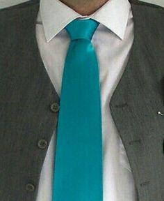 Combinacion traje corbata gris y aguamarina