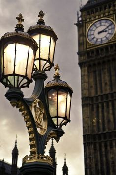 Big Ben under glow of Street lanterns ...