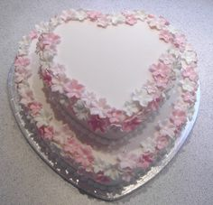 Heartshaped wedding cake by cakejournal, via Flickr