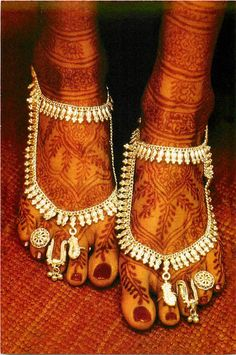 Henna and bejewelled Feet of an Indian Bride   Postcard Image, Photographer unknown