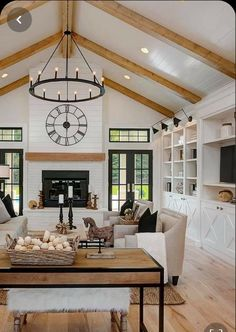 Vaulted Living Rooms, Home Living Room, Kitchen Open Concept, Küchen Design, House Design, Wood Beams, Wood Ceiling Beams, Wood On Ceiling Ideas, Ceiling Wood Design