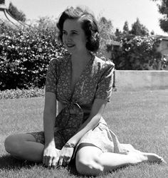 Muriel Teresa Wright (October 1918 – March was an American actress. She was nominated twice for the Academy Award for Best Supporting Actress: in 1941 for her debut work in The Little Foxes, and in 1942 for Mrs. Miniver, winning for the latter Old Hollywood Movies, Hollywood Stars, Hollywood Actresses, Classic Hollywood, Actors & Actresses, Classic Actresses, Classic Movies, Teresa Wright, The Miracle Worker