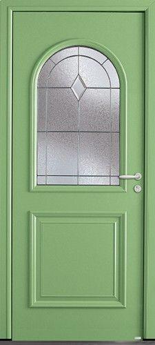 Modèle Montréal Porte d'entrée aluminium classique mi vitrée Luminosité et élégance sont à l'honneur pour cette porte composée d'un vitrage givré habillé de petits bois plombs réalisé dans la tradition des maîtres verriers.