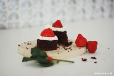 #DIY #Santa's #Cake #Hat | How to make your #Christmas Cake via www.one-o.it