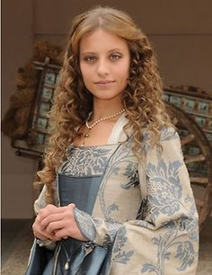 Michelle Jenner as Isabella I of Castile in the show 'Isabel'. I wish I spoke Spanish so I could watch this :(