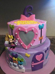 Minnie's Bowtique cake