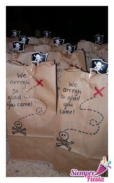 Ideas para fiesta de cumpleaños de Piratas. Encuentra nuestros artículos para esa fiesta aquí: http://www.siemprefiesta.com/fiestas-infantiles/ninos/articulos-fiesta-de-piratas.html?utm_source=Pinterest&utm_medium=Pin&utm_campaign=Piratas