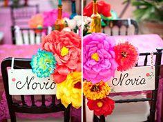 Las sillas de los novios en una boda mexicana