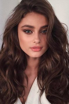 Hair styles for long brown hair These hairstyles are for those who want to show their long hair! Want to bring out the beauty of your long hair? Natural Makeup For Blondes, Natural Makeup Looks, Natural Beauty, Sephora, Serum, Long Brown Hair, Girl With Brown Hair, Braut Make-up, Gorgeous Makeup