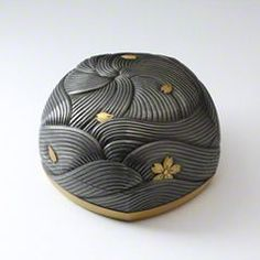 Chinese Crafts, Chinese Art, Ceramic Boxes, Ceramic Art, Japanese Design, Japanese Art, Japan Crafts, Japanese Pottery, Glazes For Pottery