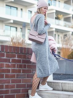 Outfit: cozy knit dress, fishnet tights and fluffy Reebok Sneakers, Cologne