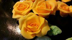 Sokerimassa ruusuja..