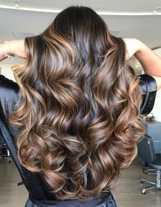 Brown Hair With Highlights And Lowlights, Blonde Highlights On Dark Hair, Brown Blonde Hair, Light Brown Hair, Light Hair, Brunette Hair, Brown Beach Hair, Dark Brown Hair With Low Lights, Chocolate Highlights