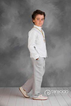 Traje de comunión pantalon de lino gris, camisa habanera de lino blanco