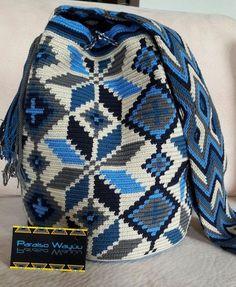 Pídela decorada o sin decorar, despachos a toda la República Mexicaca - Crotchet Bags, Knitted Bags, Filet Crochet, Knit Crochet, Tapestry Crochet Patterns, Crochet Backpack, Tapestry Bag, Crochet Purses, Pretty Patterns