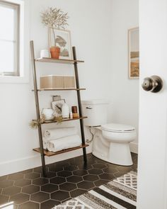 Give your walls more than just a supporting role Load-bearing walls support your home but oftentimes they sit there without any decoration, looking cold and dull. Bathroom Standing Shelf, Bathroom Ladder Shelf, Ladder Shelf Decor, Toilet Shelves, Bathroom Storage Shelves, Minimalist Bathroom Design, Bathroom Interior Design, Minimal Bathroom, Bad Inspiration