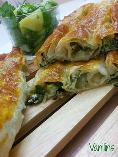 Spring rolls with spinach- Ispanaklı kol böreği Today, I and my dark-eyed lamb Mert made my favorite pastry with spinach. Turkish Recipes, Ethnic Recipes, Dere, Turkish Delight, Lower Cholesterol, Spring Rolls, Spanakopita, International Recipes, Health Problems