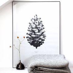 Ich sitze gerade eingekuschelt in die tolle Wolldecke auf dem Sofa und dachte, ich könnte euch nochmal an die Verlosung erinnern: Bis Mitternacht könnt ihr noch teilnehmen und diese tolle Decke von @urbanara gewinnen - wie das geht könnt ihr ein paar Bilder vorher nachlesen.  1:1 Pine Cone (White) by Form Us With Love #dankeanalledieschonmitgemachthaben #eslohntsich #diedeckeistsuper #heimatbaumgiveaway https://paper-collective.com/product/nature-11-pine-cone-white/