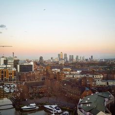 View from the Tower hotel - London at Dusk #London #towerhill #londonview #hotelview #dusk #londres #londoner #londonlife #londonlove #canarywharf #skyline #londonskyline  #view #views #londonlive #expat #expatlife #england #work #workday #ilovelondon #londonpop #picoftheday by the_other_nicole