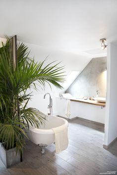 d coration int rieur plan de travail bois massif salle de bain mur patin l 39 enduit. Black Bedroom Furniture Sets. Home Design Ideas