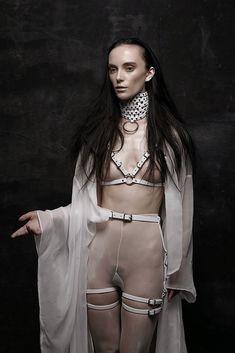 melissa-tofton-leather-10.jpg (667×1000)Mistress Annalisa