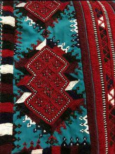 Embroidery Dress, Embroidery Patterns, Balochi Dress, Afghan Dresses, Dress Picture, Dress Designs, Ethnic Fashion, Pakistani, Bridal Dresses