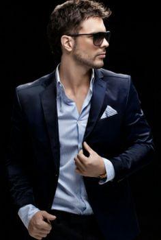 Navy blue sleek men suit-no tie