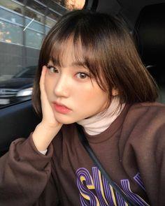 Korean Bangs, Korean Short Hair, Short Hair With Bangs, Girl Short Hair, Hairstyles With Bangs, Short Girls, Girl Hairstyles, Short Hair Styles, Korean Hairstyle Bangs