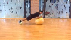 Plank with fitball www.giovannilazzarini.it