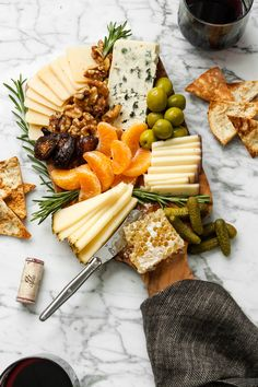 The only cheese board you will need to get you through the cold-weather season. Filled with bold, smooth cheeses, dried fruit, honeycomb, and more. This is your game-plan to get you through this chilly season. | from Lauren Grant of Zestful Kitchen