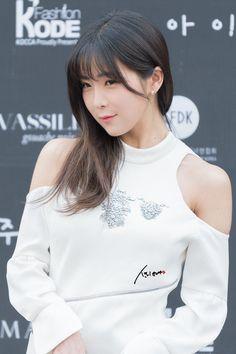 Korean Girl, Asian Girl, Hyun Young, Girl Bands, Kpop Girls, Seoul Fashion, Rainbow, Angels, Yellow