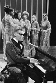 In 1972 Ray Charles and The Raelettes (line-up here: Vernita Moss, Dorothy Berry, Mable John, Susaye Greene, Estella Yarbrough) guested on the Carol Burnett Show three times.