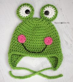 Repeat Crafter Me: Free Crochet Frog Hat Pattern Crochet Frog, Bonnet Crochet, Cute Crochet, Crochet Crafts, Crochet Projects, Easy Crochet, Crochet Animal Hats, Crochet Kids Hats, Crochet Beanie