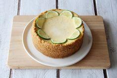 """750g vous propose la recette """"Cheesecake au citron vert"""" en pas à pas. Avec une photo pour chaque étape, la réalisation de cette recette est un jeu d'enfant."""