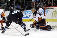 San Jose Sharks forward Joe Pavelski scores a first period goal against the Anaheim Ducks (Jan. 29, 2015).