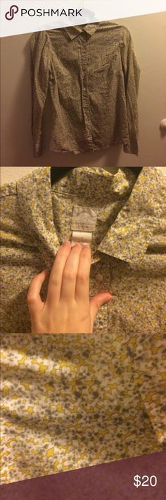 J. Crew Perfect Shirt in cute yellow floral Amazing Perfect Shirt Jcrew shirt. Only Worn twice. It is a size 4. Lovely gray and yellow detail.❤️ J. Crew Tops Button Down Shirts