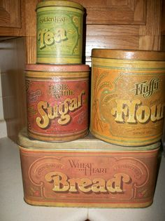 I have this set of canisters including the coffee one. I also have a covered cake plate. I am looking for the bread box. Vintage Bread Boxes, Vintage Tins, Vintage Antiques, Vintage Stuff, Tea Canisters, Kitchen Canisters, Kitchen Ware, Kitchen Decor, Coffee Theme
