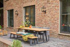 Deze prachtige Tomar tuintafel hebben we gecombineerd met 3 Antas tuinstoelen en de bijpassende Tomar tuinbank. De tuintafel heeft de afmeting 280 cm. Ben je op zoek naar een strakke, maar vooral comfortabele tuinset? Dan is dit er één van!