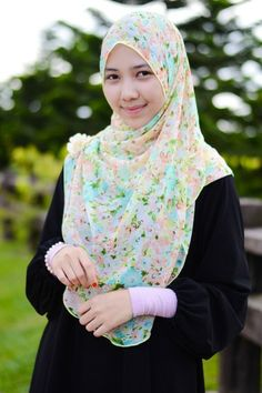 Find and save ideas about simple hijab styles, these chest covering hijab styles can really enhance your beauty and you can wear it on different events. Street Hijab Fashion, Muslim Fashion, Fashion Outfits, Womens Fashion, Seductive Pose, Simple Hijab, Hijab Collection, Muslim Wedding Dresses, Beautiful Hijab